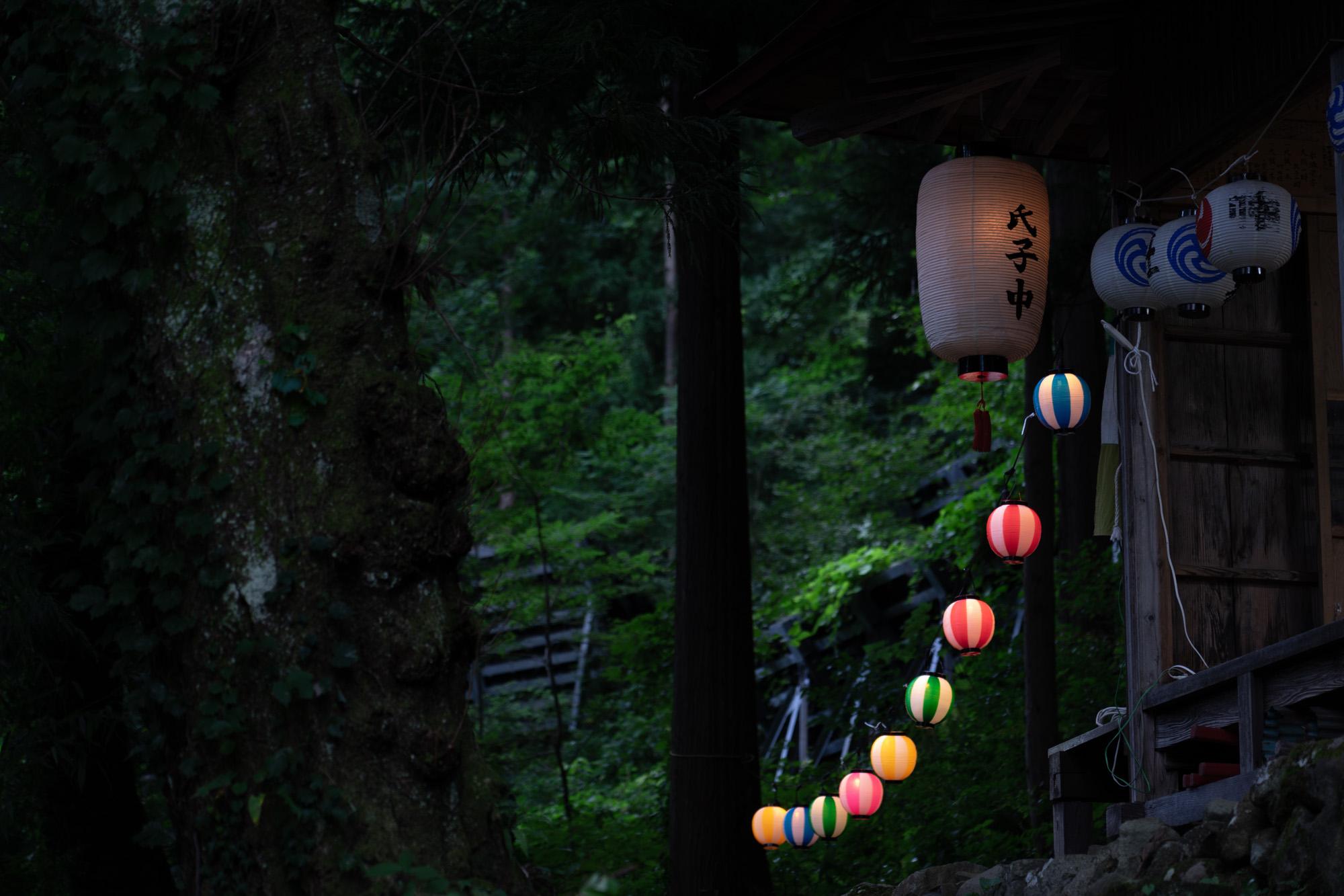 夕暮れの八幡社